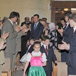 السيد الرئيس بشار الأسد يزور هيئة مدارس أبناء الشهداء ويقيم مأدبة غداء تكريماً لهم - 06.05.2009