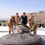 الرئيس الأسد يزور صرح الشهيد في جبل قاسيون ويضع أكليلا من الزهر على ضريح الجندي المجهول بذكرى الشهداء - 06.05.2011