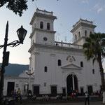 Basilica Menor en Giron, casco viejo