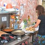 Cocina de la casa en Antigua, ella es Hanna de Alemania.