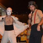 Parte de su presentación de teatro de calle