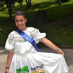 María Antonia con su traje típico para el desfile.  Ella misma hizo su vestido.