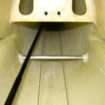 Höhenruder-Anlenkungsrohr-/Seitenruder-Seilanlenkung mit Führung