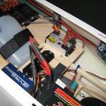 Detail RC-/ Turbinenelektronik-Einbauten im Kabinenbereich