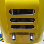 Motorhaube mit Dämpferauslass