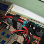 Detail RC-Einbaubrett mit Akkuhalterungen und Turbinenelektronik