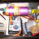 Detail RC-und Turbinenkomponenten (Rauchpumpe/Fahrwerkselektronik)