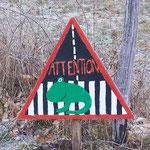 Panneau de signalisation du passage de grenouilles pour les automobilistes.