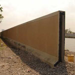Une digue en construction à la Nouvelle-Orléans pour empêcher la montée des eaux vers la terre.