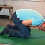 Fersensitz: runder Rücken langsam aufrichten