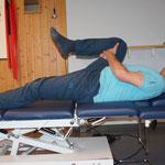 in Rückenlage li / re Bein anbeugen