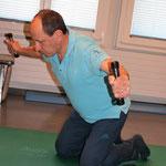 Kniestand Oberkörper leicht in Vorlage, kleines Gewicht seitl. wegbewegen