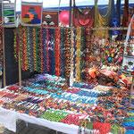 Souvenir Shopping auf indio Märkten