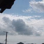 高積雲と積雲。一目瞭然な区分け。
