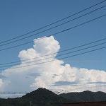 にょこっと飛び出た雄大雲