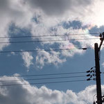 雲が太陽の周りを通過中に一瞬だけ出る彩雲