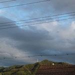 下が灰色、上が白でその上の空も見えました。