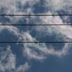 巻雲のもやもや~に光がプリズム