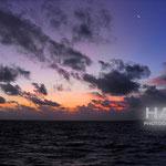 夕景 黒い雲とオレンジ夕景と海コラボ