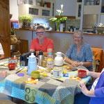 petit déjeuner convivial et table d'hôtes