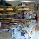 Maschinenraum mit Holzlager