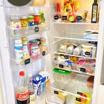 Kühlschrank nachher mit mehr Struktur durch Kisten