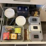 bei Dingen, die nicht frisch gehalten werden müssen, bietet sich eine Ordnung mit Kisten ohne Deckel an.