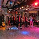 Livemusik mit den Thunderbirds
