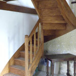 Escalier frêne, deux quarts tournants