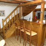 Escalier frêne avec bar encastré