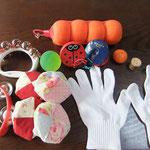 握れるみかん、手袋、音色の良い鈴、カスタネット