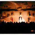 ホテル新潟ファッショナブルパーティー(88年)オープン記念にファッションショー&タンゴショーを組み合わせたディナーショー。2階建てステージにクリスチャン・ディオールの衣装で構成演出しました。