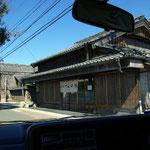 旧参宮街道沿いにある伊勢名物へんば餅の本店昔ながらの店構え
