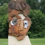 Une des oeuvres de Paul Rebeyrolle, exposée devant l'Espace Rebeyrolle - Eymoutiers