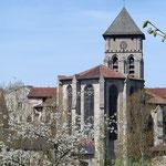 Vue sur le chevet gothique et le clocher roman - Collégiale d'Eymoutiers