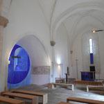 Saint-Amand-le-Petit - Eglise - L'oeuvre réalisée en 2015 par l'artiste contemporain Jean-Pierre Uhlen (fresque, vitraux, mobilier, autel, éclairage)