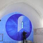 Saint-Amand-le-Petit - Eglise - L'artiste contemporain Jean-Pierre Uhlen travaille sa fresque (2015) - http://jean-pierre.uhlen.pagesperso-orange.fr/accueil.htm