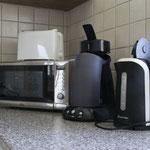 Wasserkocher, Kaffeemaschine für Pads, Mikrowelle, Toaster