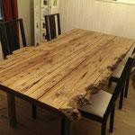 Tisch aus Altholz - individuell und stilsicher