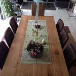 Esstisch aus Altholz im Esszimmer eines Kunden der Schreinerei Michels