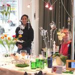Irene Maria Borgardt (Mitte), Glaskünstlerin und Veranstalterin