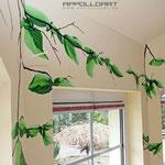 Wandmalerei mit frischen Blättern
