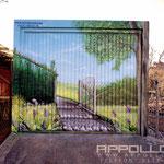 Wandmalerei auf Garagentor mit Airbrush und Graffiti