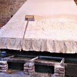 Salies de Béarn - faconnage traditionnel du sel