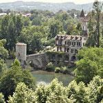 Sauveterre de Béarn - vue dominante sur le pont de la légende