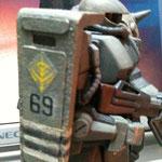シールドはちょっと幅増し+増加装甲をつけました。