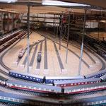 24.03.2012   Blick in den Schattenbahnhof. Vorne die Durchgangsgleise 611/612 bis 681/682. In der Mitte die Stumpfgleise der Gleisgruppe 73.