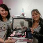 Voici la grande gagnante Amandine !!!( à droite) et à gauche Angie l'organisatrice de la tambola !!!