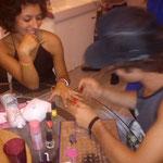 Attention les filles !!! les mec se mettent au stamping nail art !!!