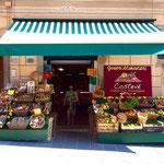 リオマッジョーレの商店 by Simon Collison